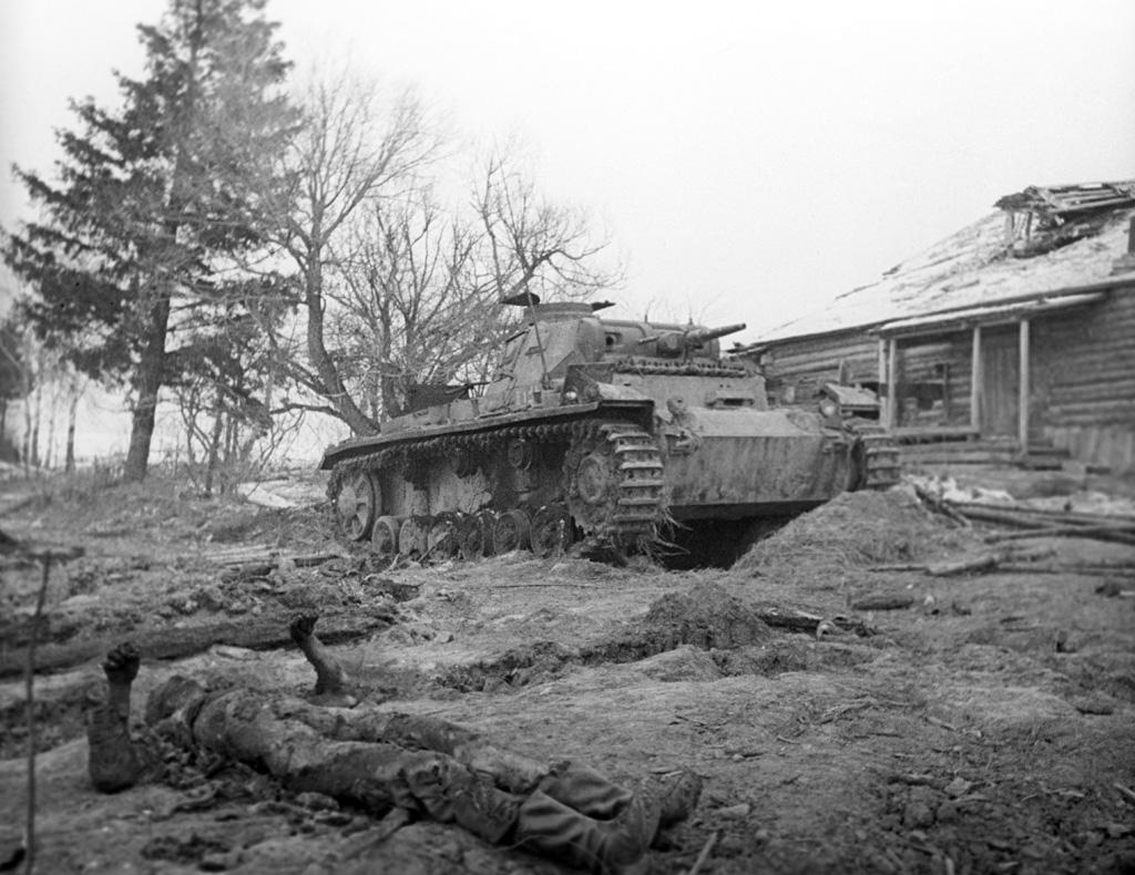 Разгромленная гитлеровская танковая часть (10-я тд) у деревни Скирманово. 1941 год (ноябрь)