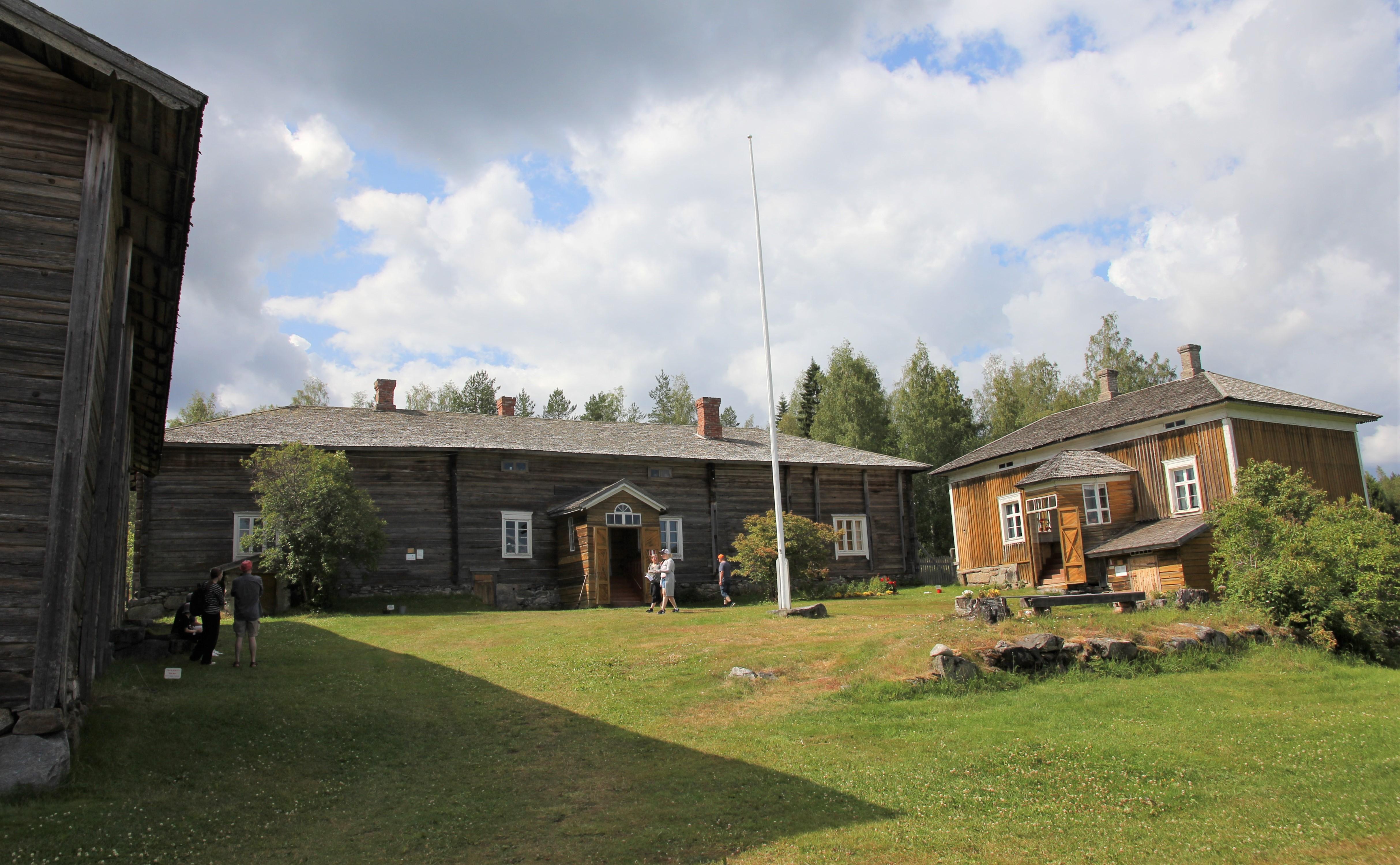 Tiedosto Riuttalan Talonpoikaismuseo Paarakennuksen Pihapiiria