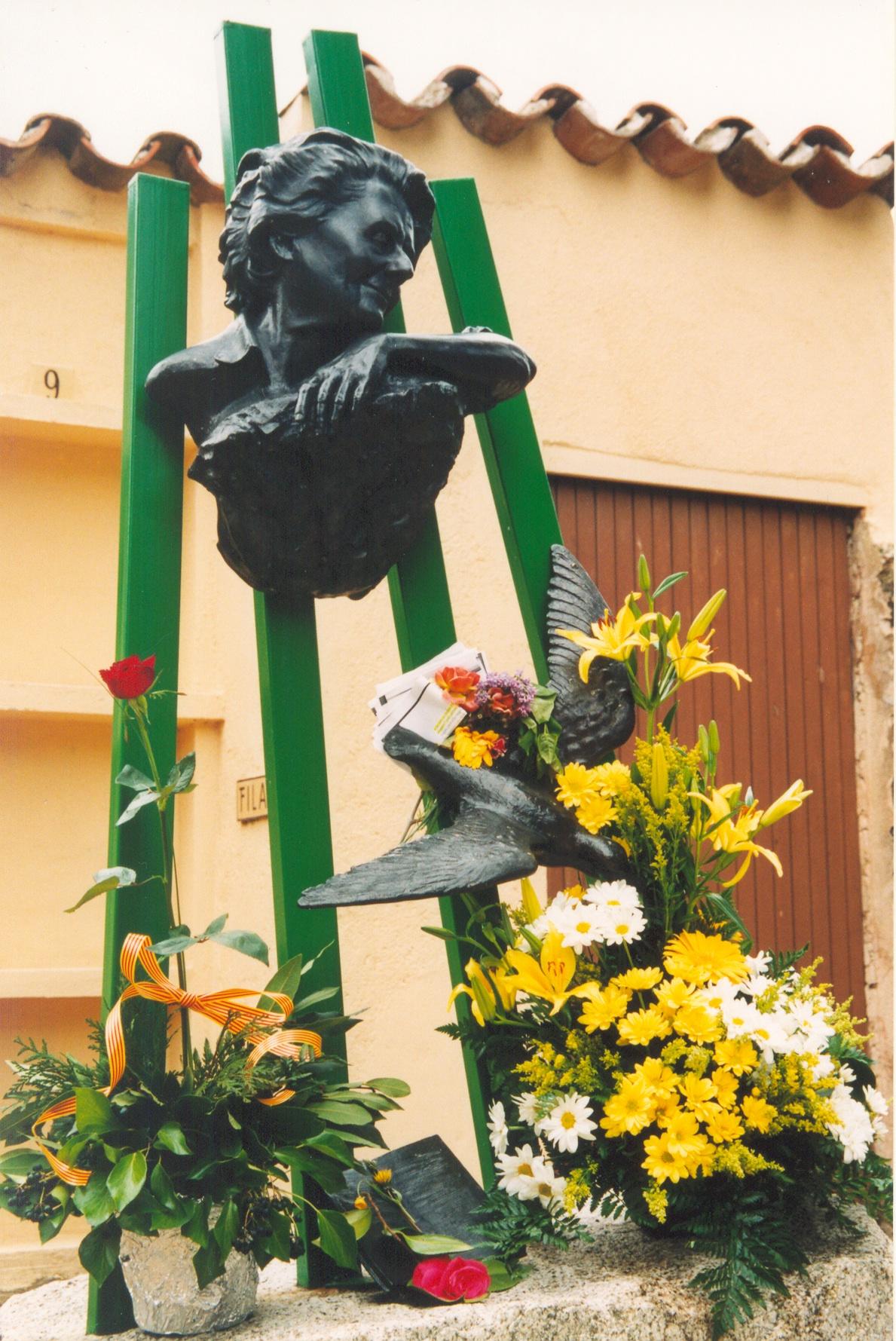 Tumba de Mercè Rodoreda en el cementerio de Romanyá.
