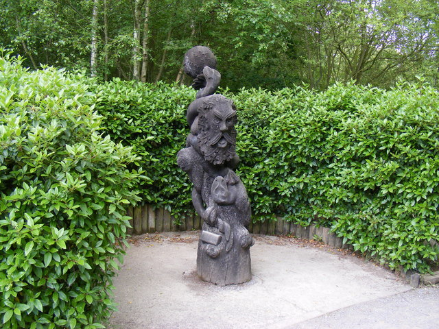 Sculpture in Shorne Woods Country Park - geograph.org.uk - 1364595