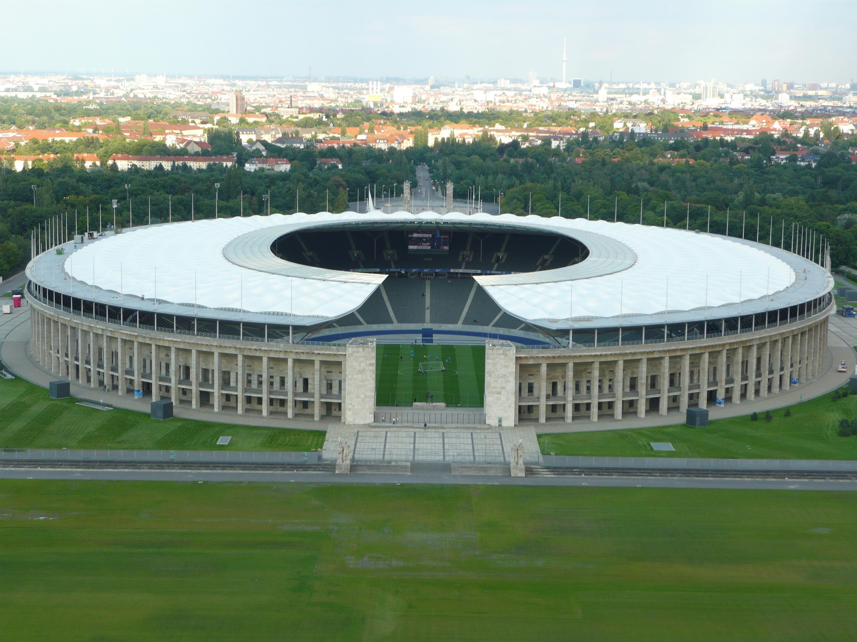 Znalezione obrazy dla zapytania Olympiastadion w Berlinie.