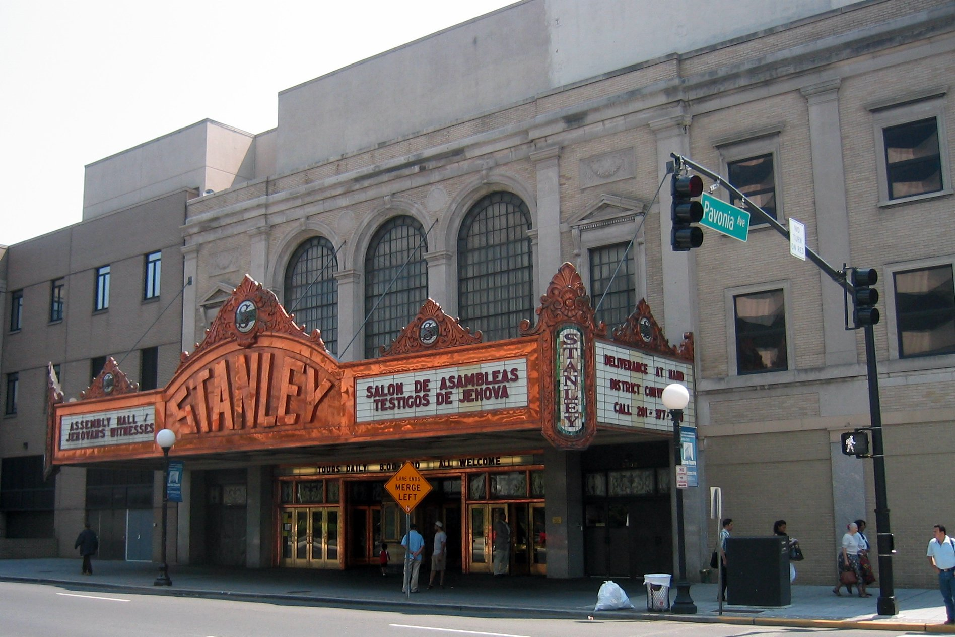 Description Stanley Theater.jpg