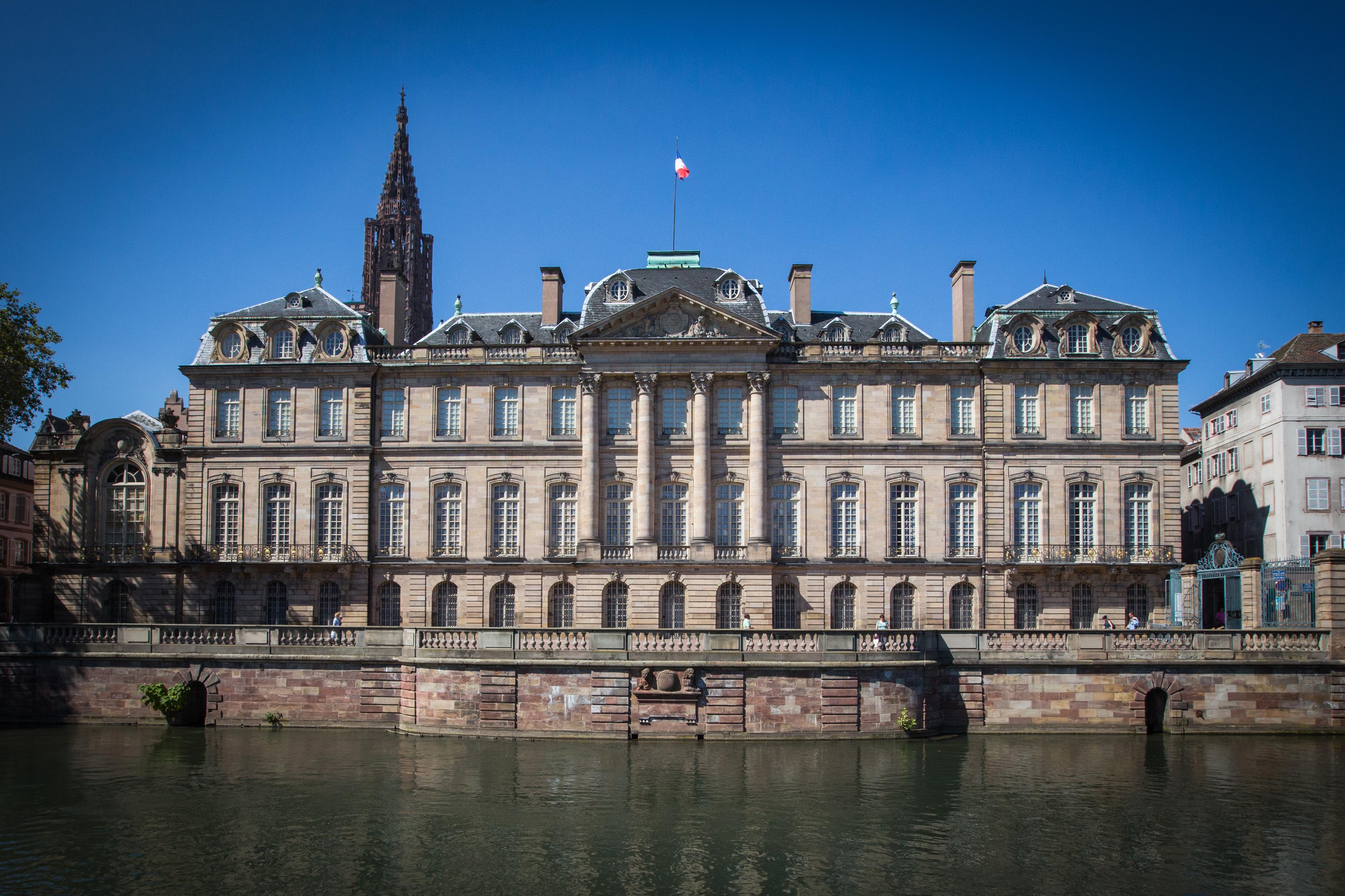 Hotel Des Arts Paris  Cite Berg Ef Bf Bdre