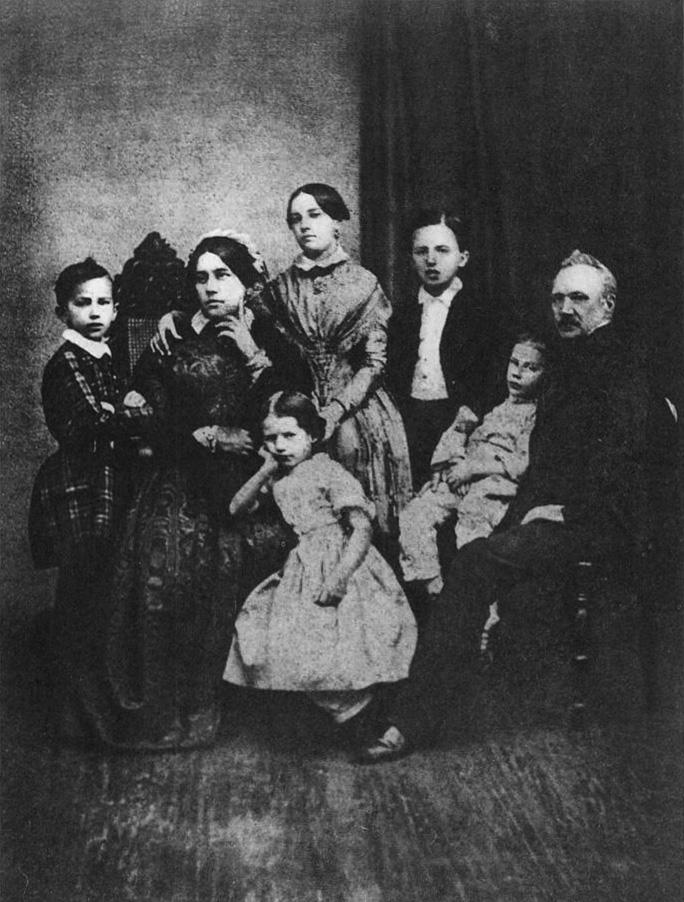 La familia Chaikovski en 1848. De izquierda a derecha: Piotr, Aleksandra Andréyevna (madre), Aleksandra (hermana), Zinaída (hermana), Nikolái (hermano), Ippolit (hermano) e Iliá Petróvich (padre).