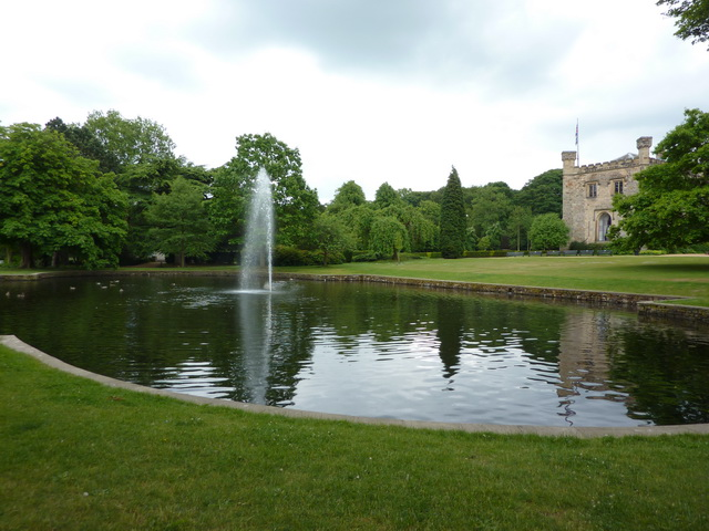 Towneley Hall, Fountain - geograph.org.uk - 1938149