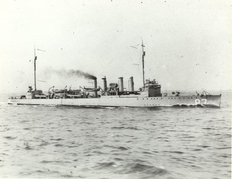 USS_McKee_(DD-87)_underway_at_sea,_circa