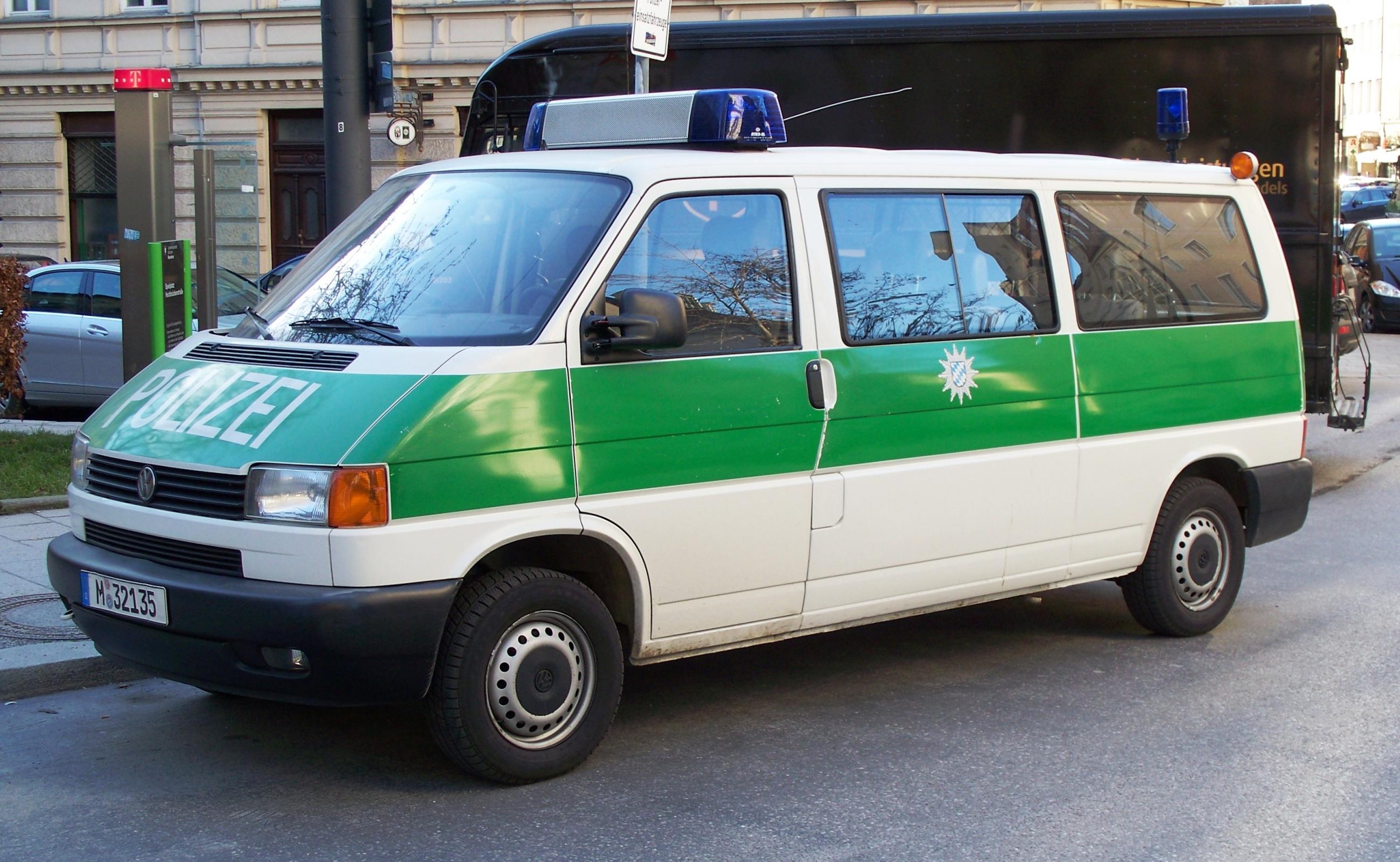 File Vw Transporter Der Bayerischen Polizei 2010 Jpg