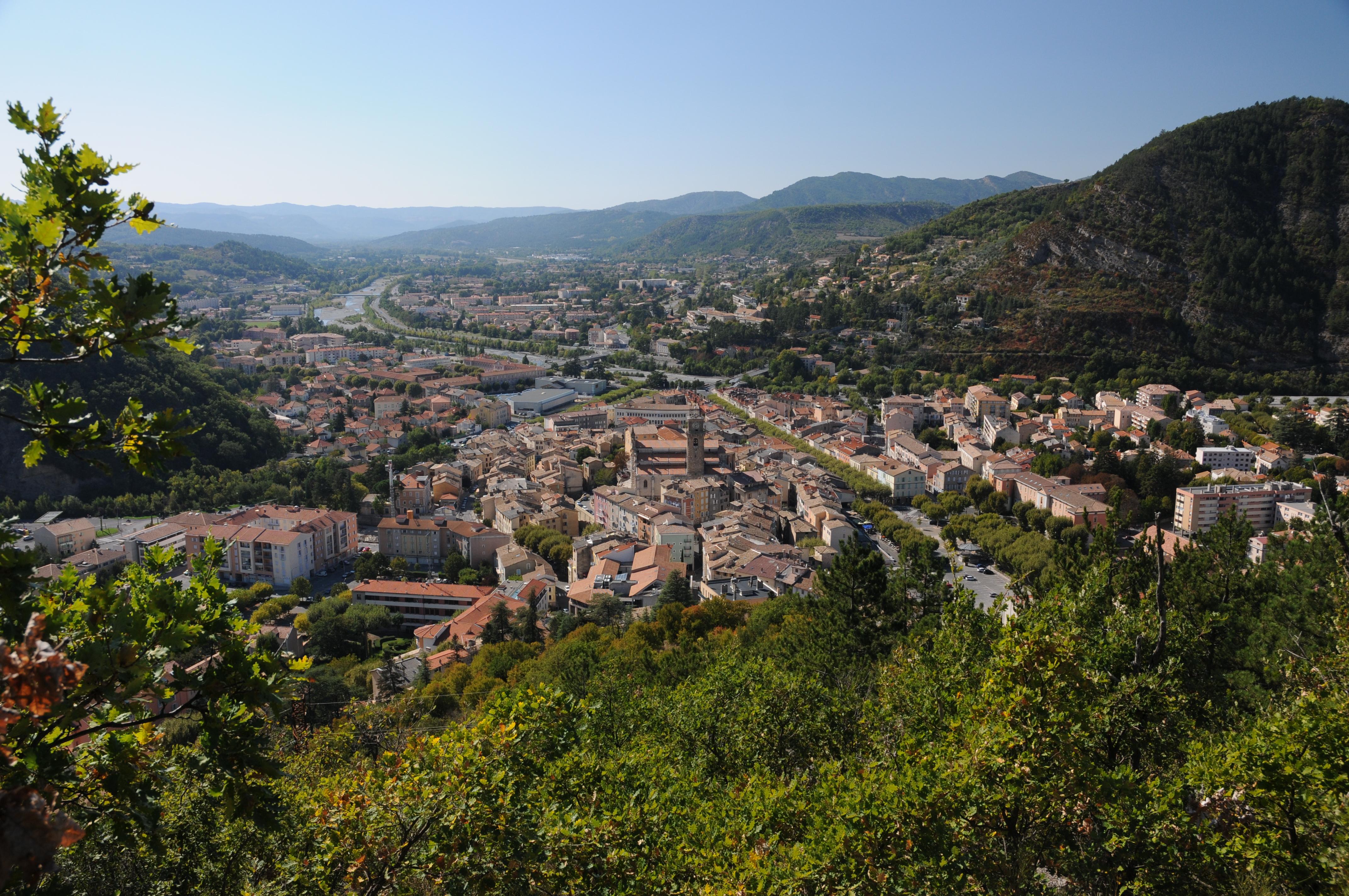 Arles aix en provence st tropez digne les bains canne for Bain les bains