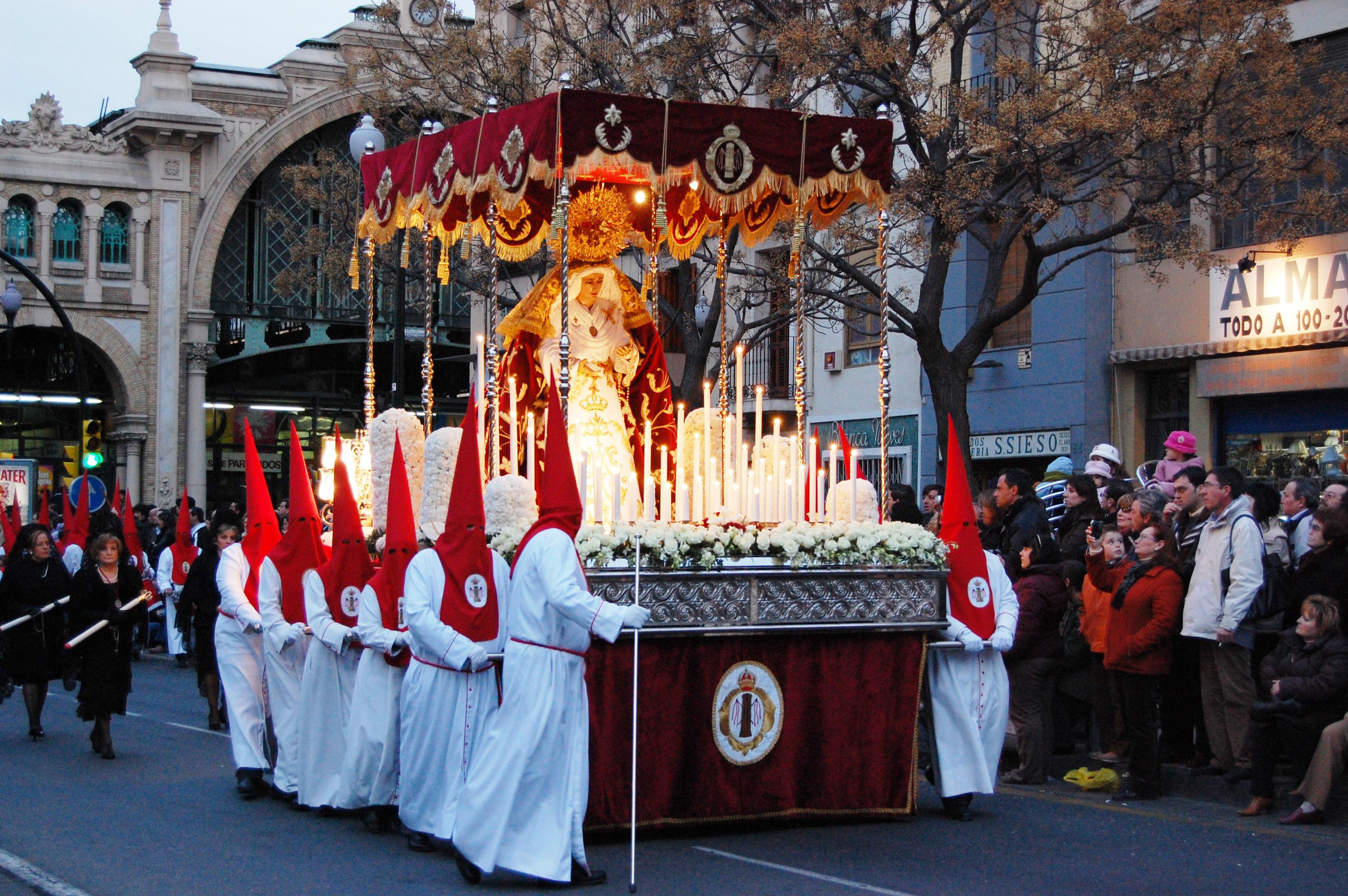Virgen de la Fraternidad (Semana Santa de Zaragoza, Aragón).jpg
