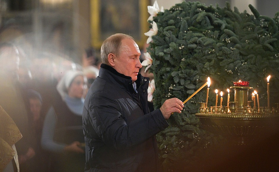 Vladimir Putin celebrates Christmas with orthodox Christians in St Petersburg (2019-01-07) 1.jpg