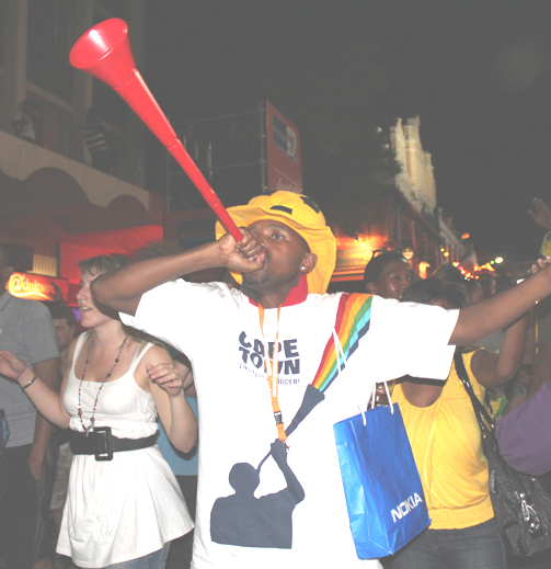 קובץ:Vuvuzela blower Final Draw FIFA 2010 World Cup1.jpg