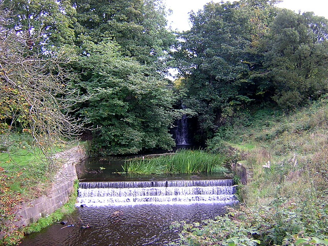 Weirs at Ryat Linn Reservoir - geograph.org.uk - 247115