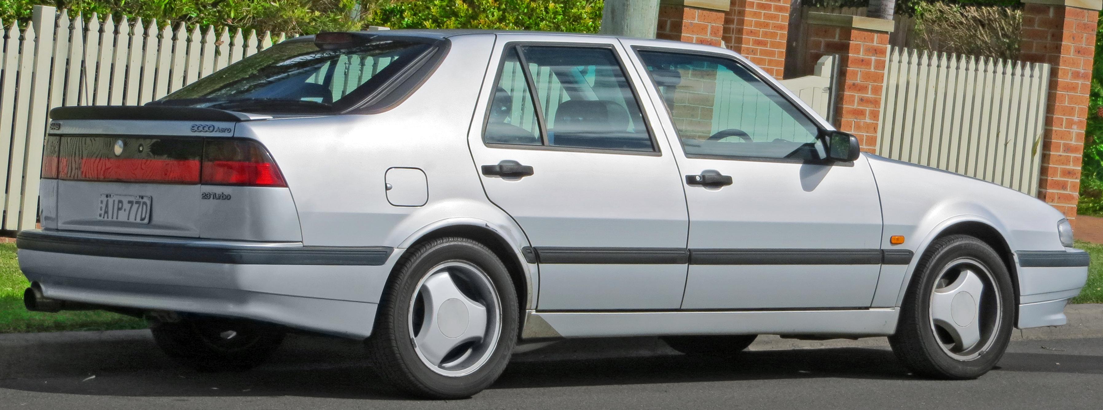 1997_Saab_9000_Aero_2.3_Turbo_hatchback_%282012-09-01%29_02.jpg