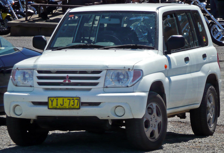 File:2001-2002 Mitsubishi Pajero iO (QA) 5-door wagon 01