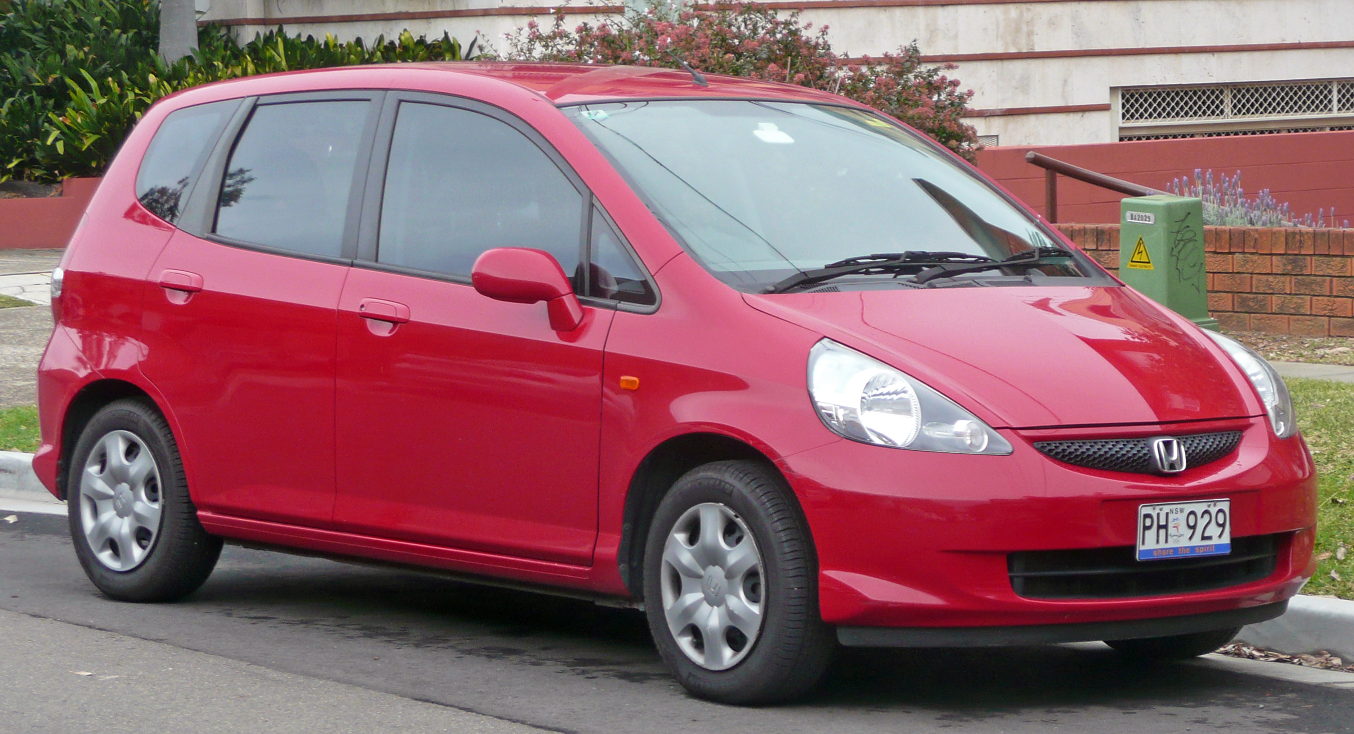 Description 2004-2006 Honda Jazz (GD) hatchback 02.jpg