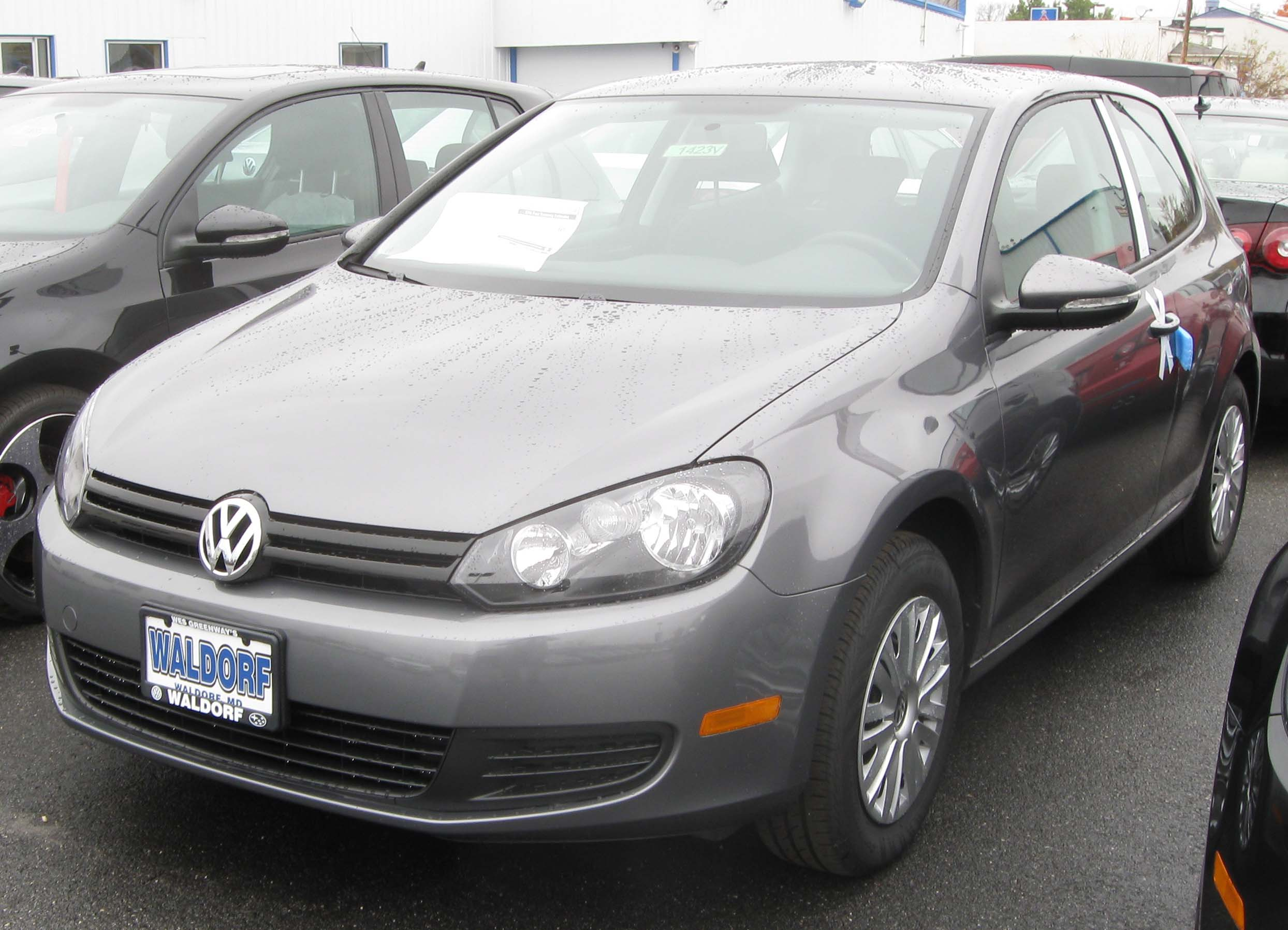 File:2010 Volkswagen Golf 2-door -- 10-31-2009.jpg - Wikimedia Commons