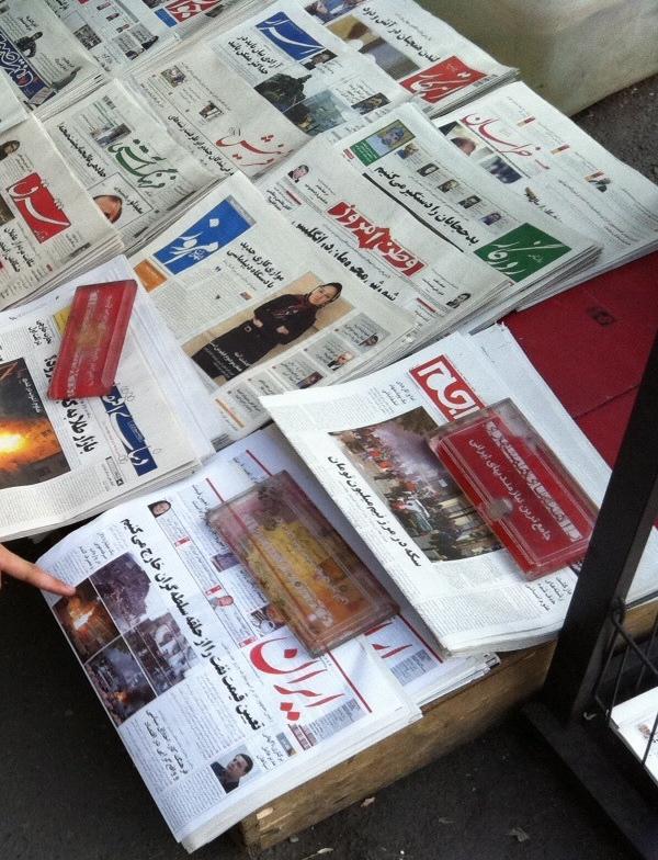 Iranische Zeitungen in Teheran