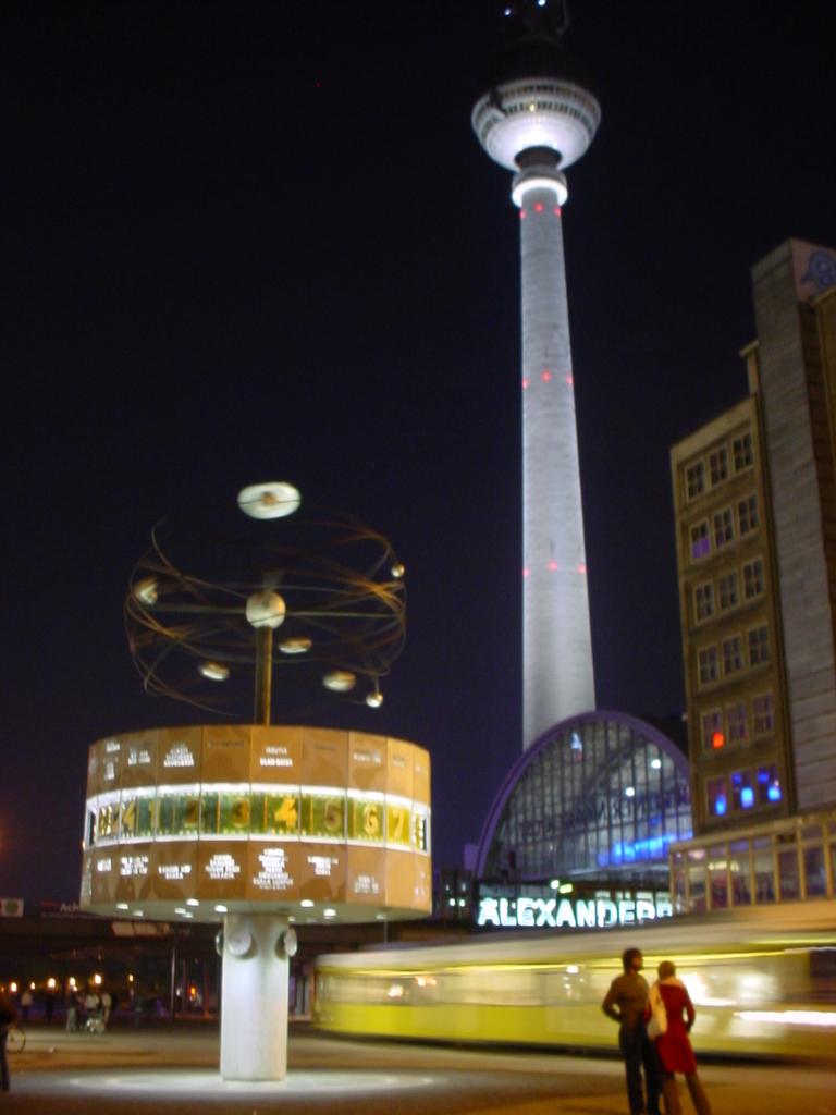 Alexanderplatzdenoche.JPG
