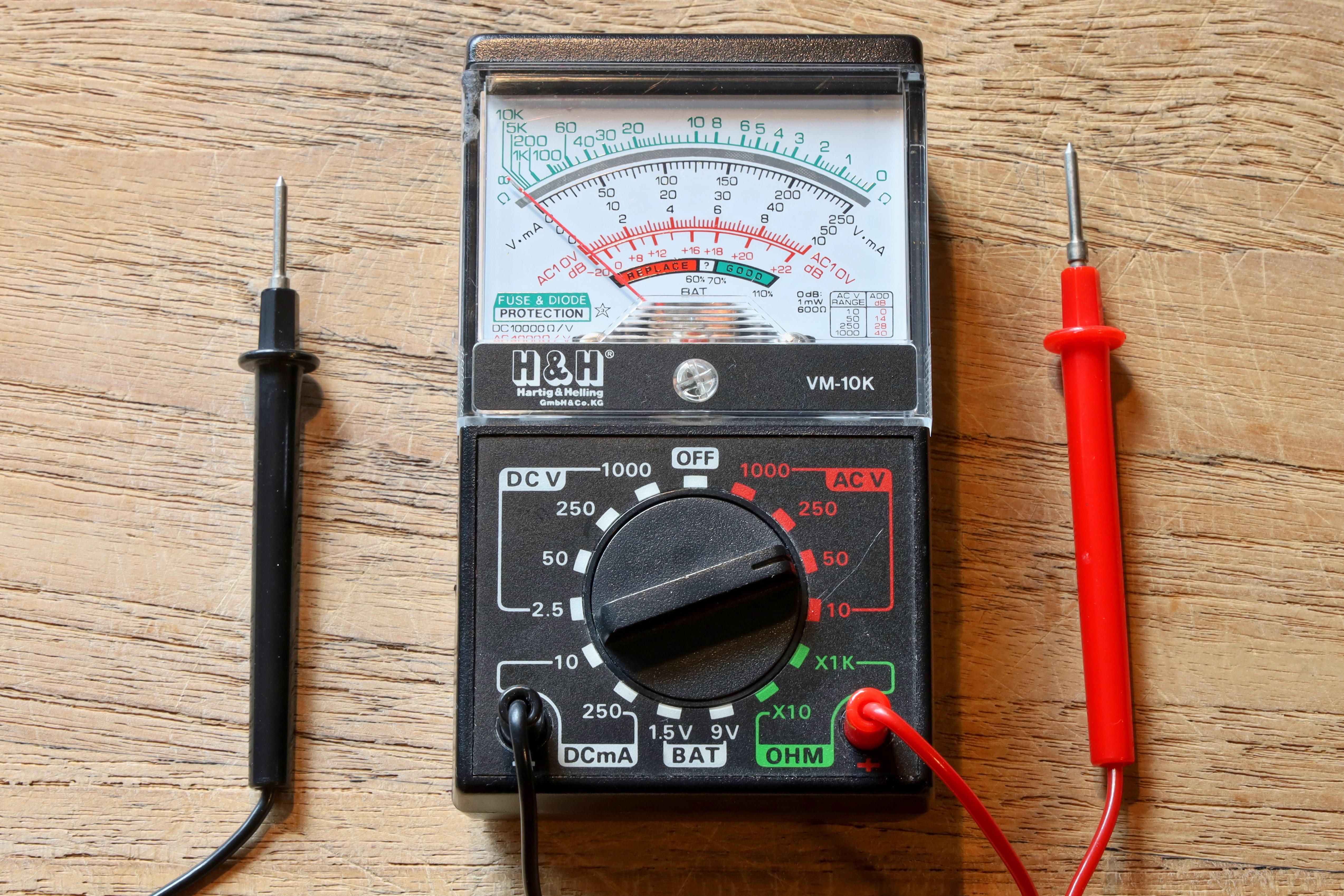 Archivo: Multímetro analógico HARTIG & HELLING VM-10K.jpg