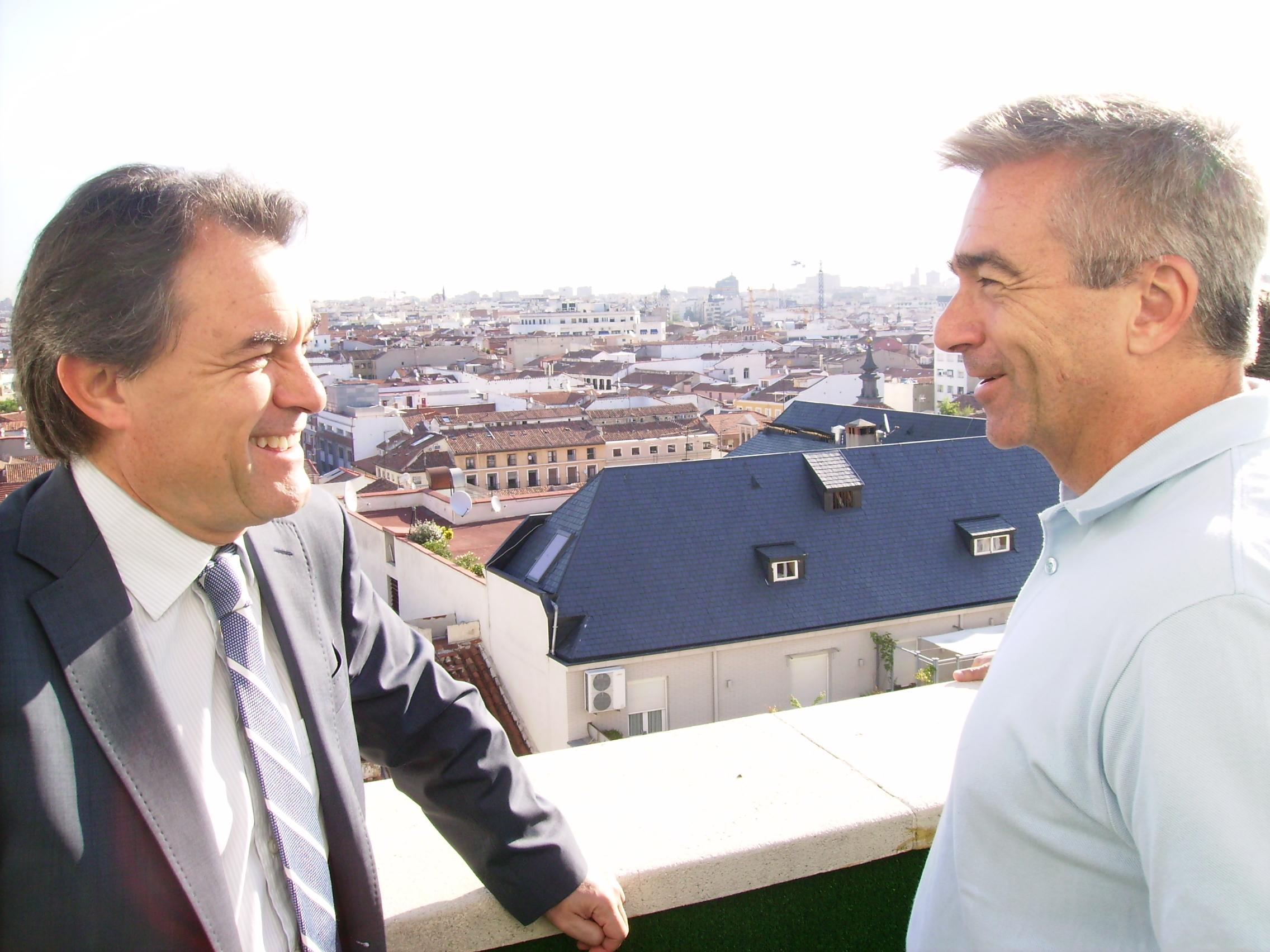 File artur mas conversa amb carles francino al terrat de for Cadena ser carles francino