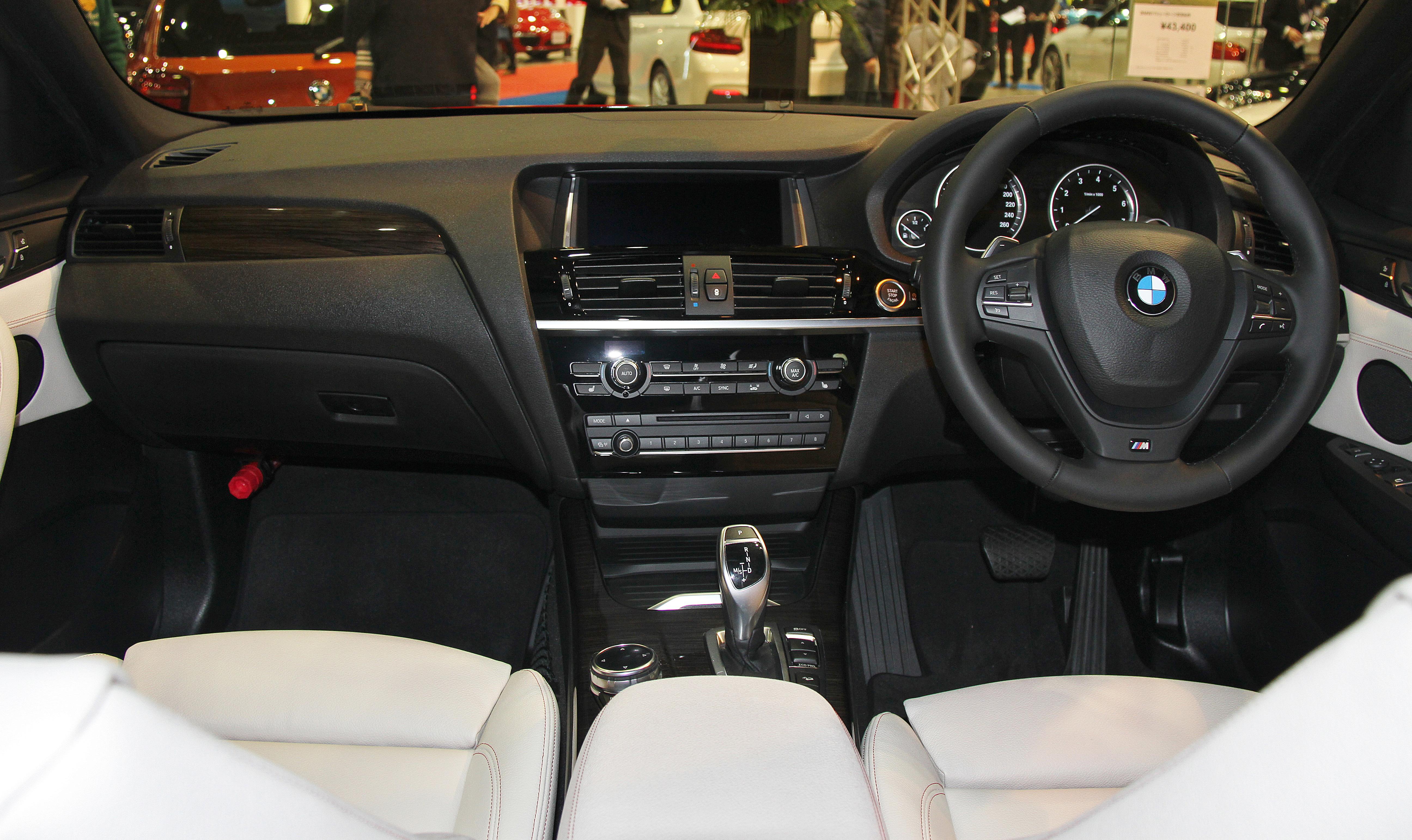 File:BMW X4 XDrive28i M Sport Interior