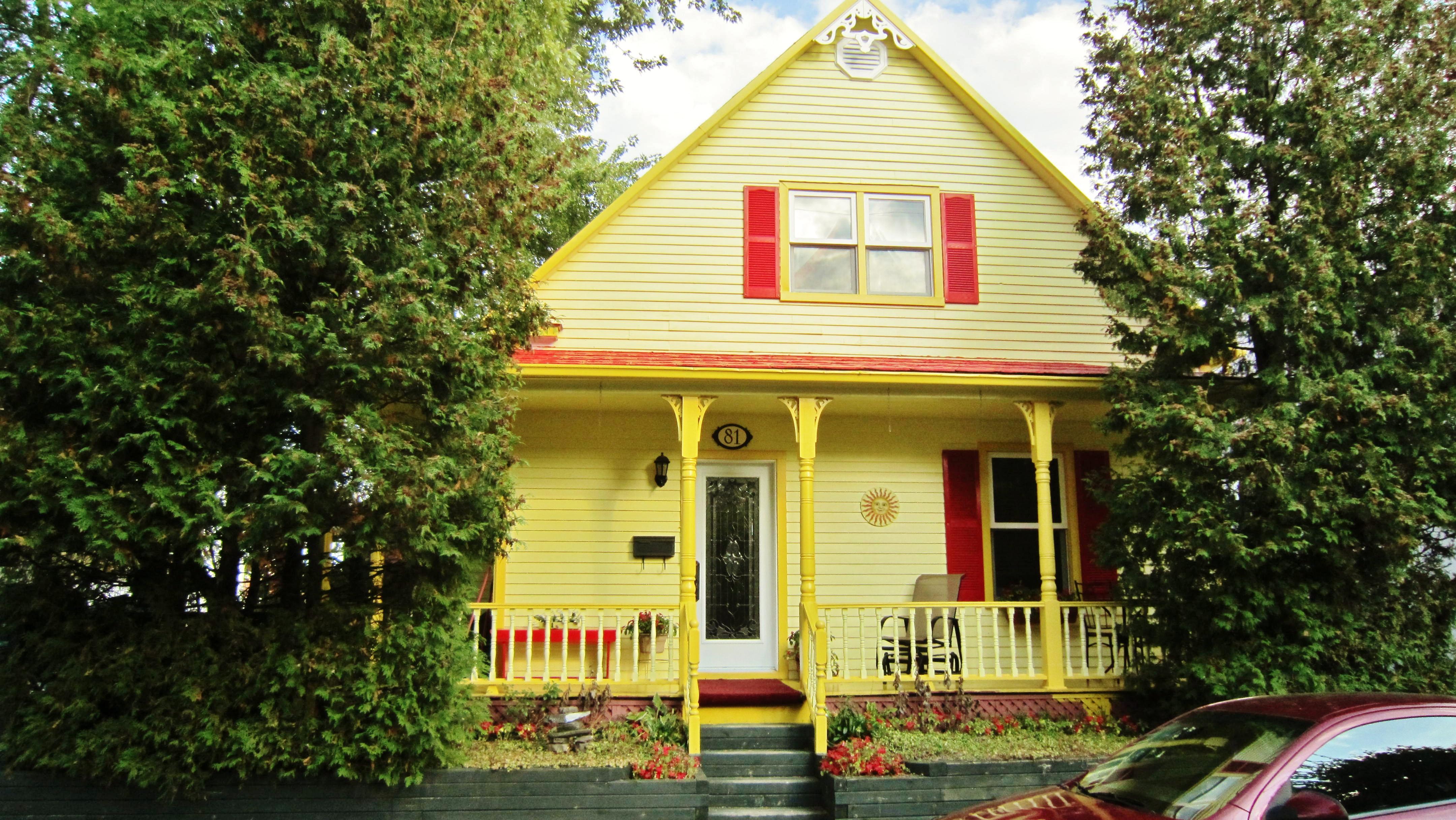 File:Belle petite maison de Terrebonne, Québec, Canada - panoramio ...