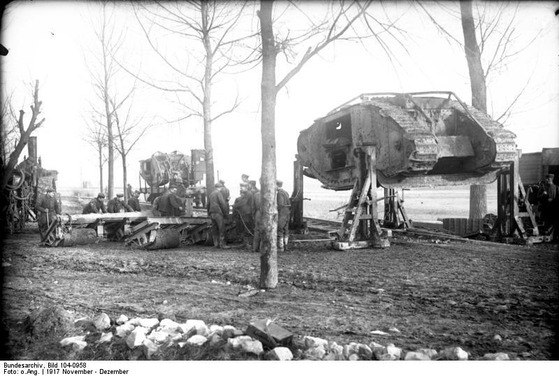 http://upload.wikimedia.org/wikipedia/commons/d/d0/Bundesarchiv_Bild_104-0958%2C_Bei_Cambrai%2C_erbeuteter_englischer_Panzer_Mark_I.jpg