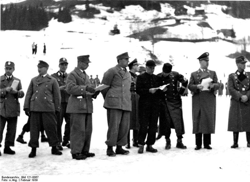 File:Bundesarchiv Bild 121-0067, Kitzbühel, Skimeisterschaft, Ehrengäste.jpg
