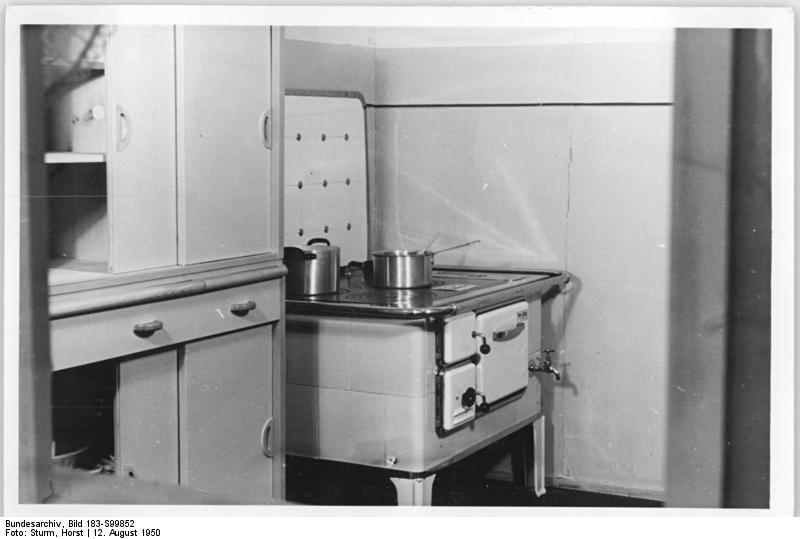 file bundesarchiv bild 183 s99852 berlin wohnungen karl marx allee ho m bel k. Black Bedroom Furniture Sets. Home Design Ideas