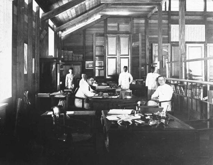 filecollectie tropenmuseum interieur van het kantoor van beerma en baum in siboga tmnr 60021524