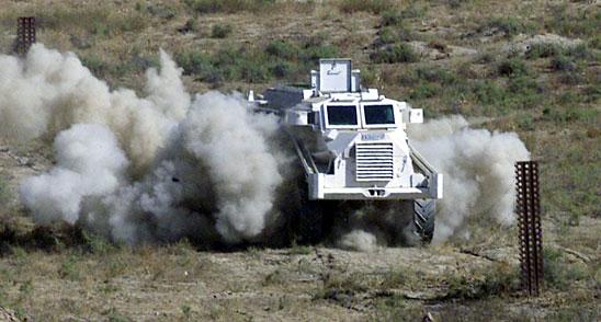 لماذا انتشرت العربات المقاومة للألغام MRAP في الشرق الأوسط؟  Casspir_vehicle_Ai101503g1