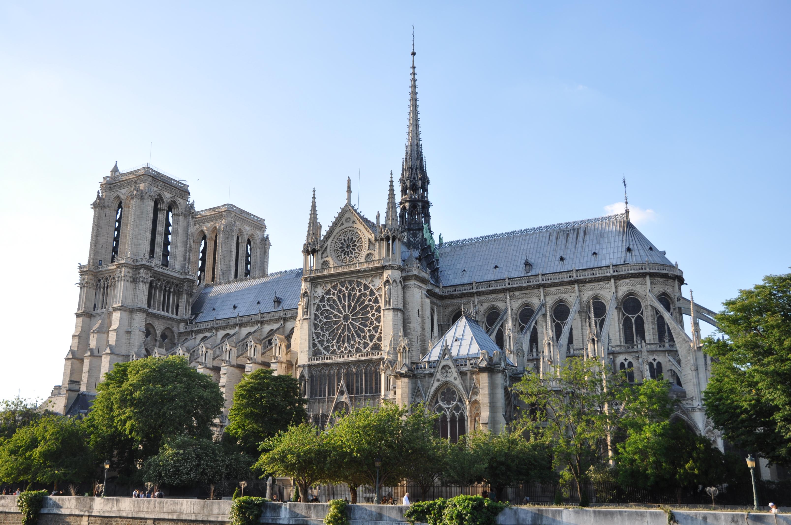 [Resim: Cathédrale_Notre-Dame_de_Paris%2C_3_June_2010.jpg]