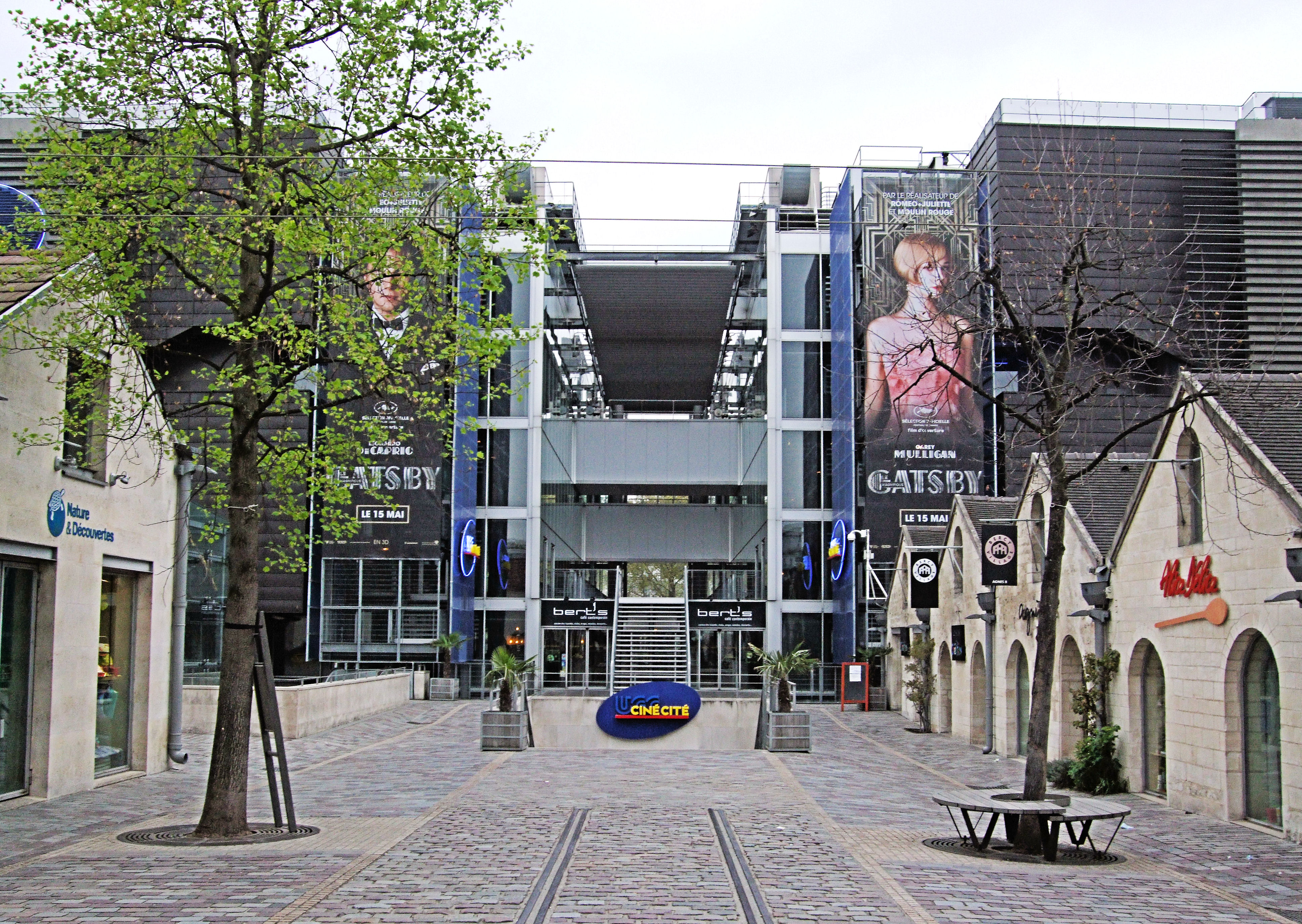 File:Cine Cite Bercy Cinema - Paris 10.jpg - Wikimedia Commons