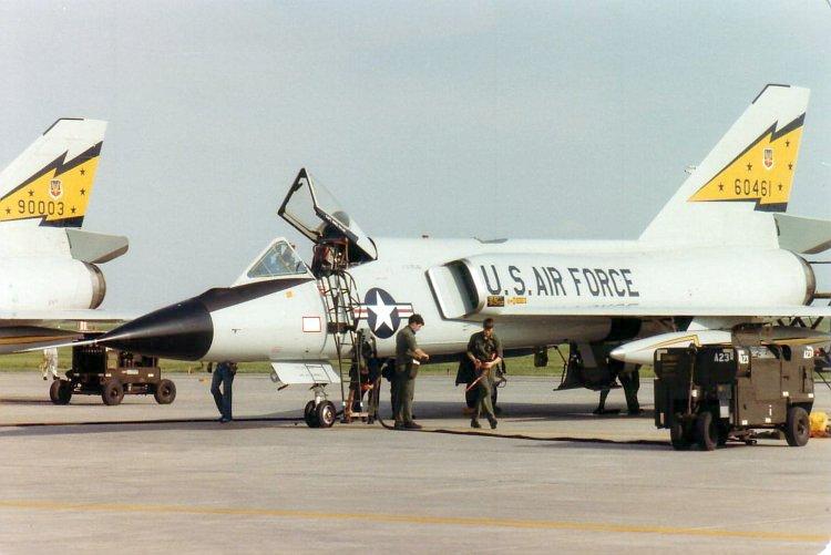http://upload.wikimedia.org/wikipedia/commons/d/d0/ConvairF-106DeltaDart01.JPG