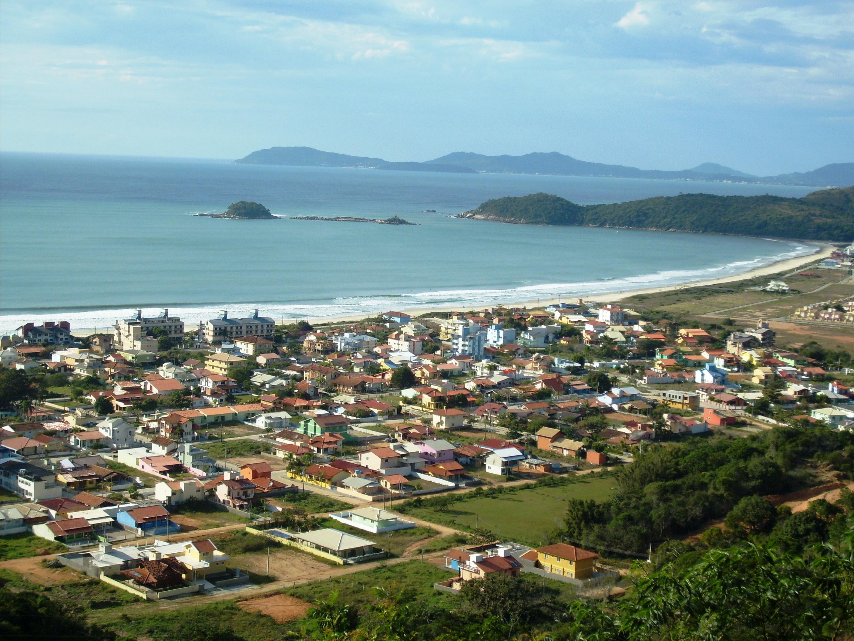 praia de palmas em governador celso ramos entre as melhores de santa catarina com bandeira azul