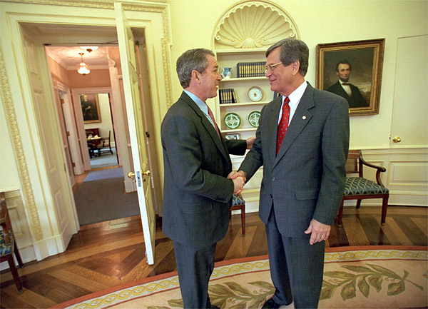 george bush oval office. File:George W. Bush In The Oval Office 2001 West Door Opened.jpg George T