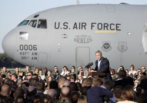 File George W Bush Speaks At Charleston Air Force Base 2 Jpg