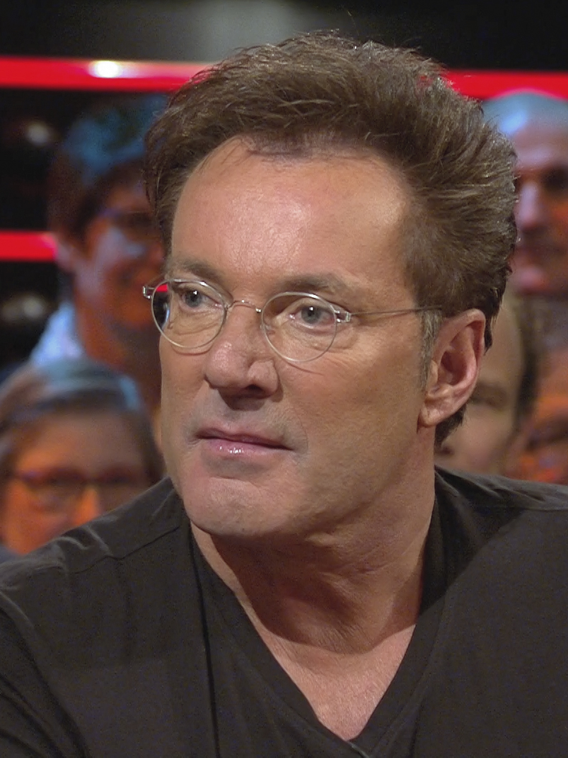 The 58-year old son of father (?) and mother(?) Gerard Joling in 2018 photo. Gerard Joling earned a  million dollar salary - leaving the net worth at 12 million in 2018