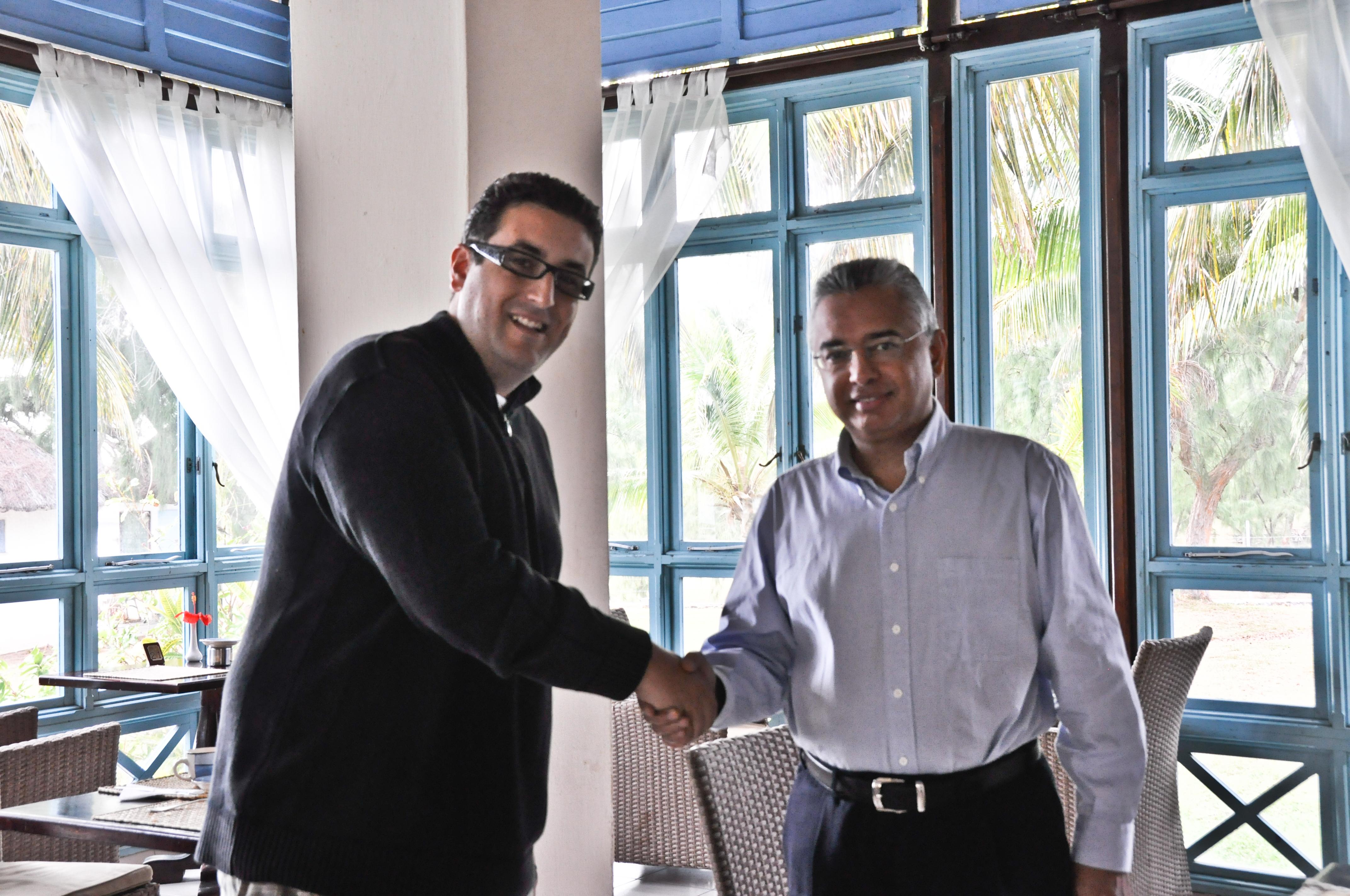 File:Giorgio, IZ4AKS with the honourable Pravind Kumar ...