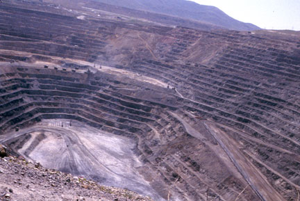 Goldstrike (Post-Betze) Mine in the Carlin Trend, the largest Carlin-type deposit in the world, containing more than 35,000,000 troy ounces (1,100 t) gold Goldstrike pit.jpg