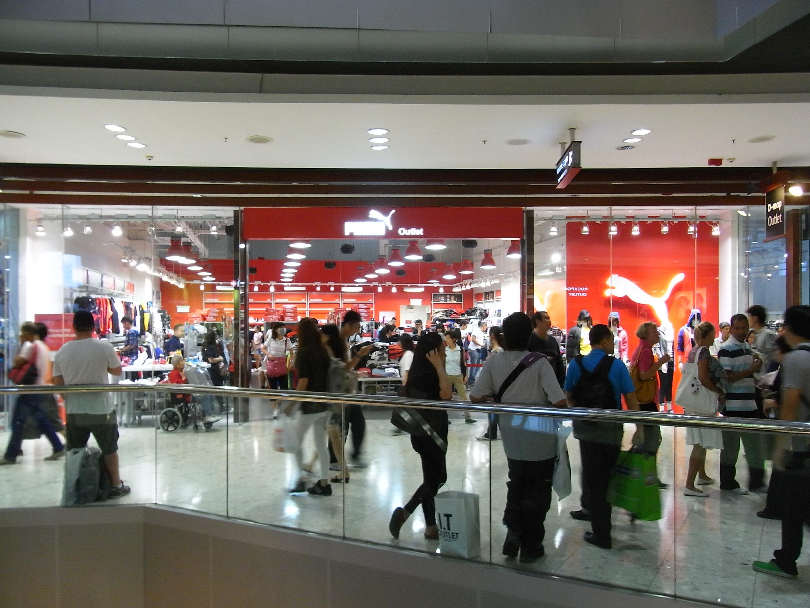 File:HK Tung Chung One CityGate shop Puma visitors Oct-2012.JPG