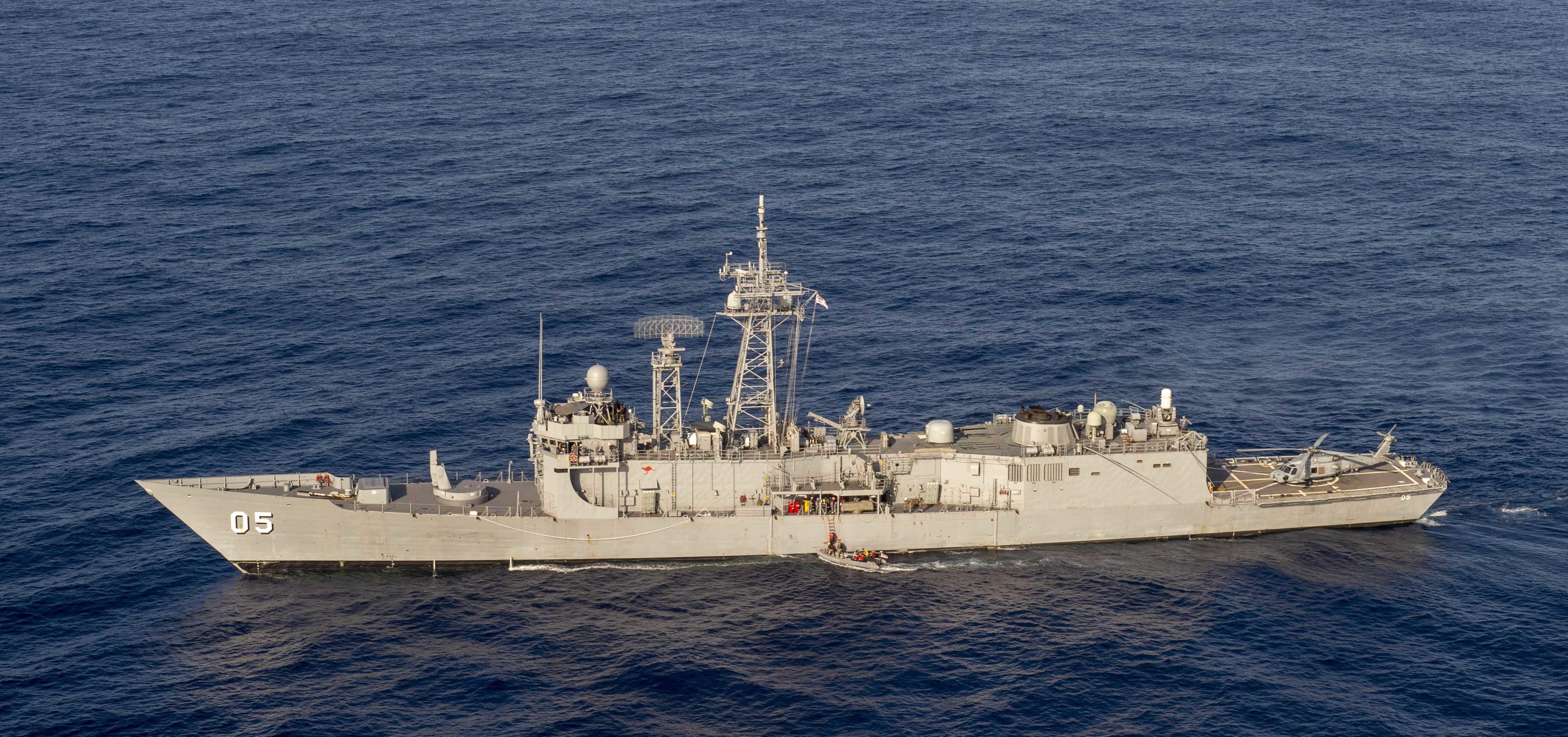https://upload.wikimedia.org/wikipedia/commons/d/d0/HMAS_Melbourne_%28FFG_05%29_underway_in_the_Philipine_Sea_on_18_April_2019_%28190418-N-UI104-0759%29.JPG