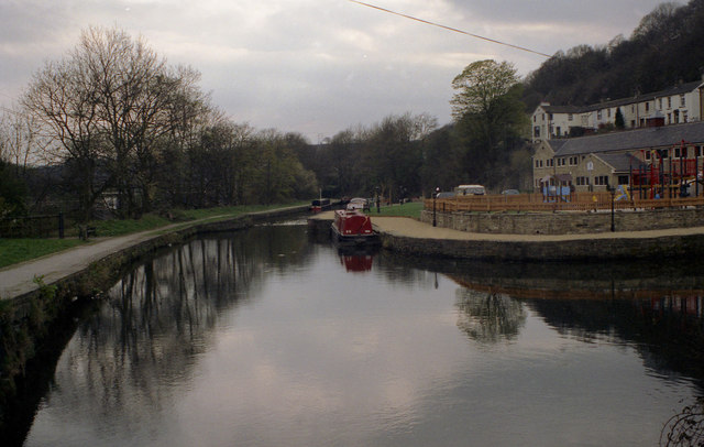 Halifax Arm, Calder and Hebble Navigation - geograph.org.uk - 785362