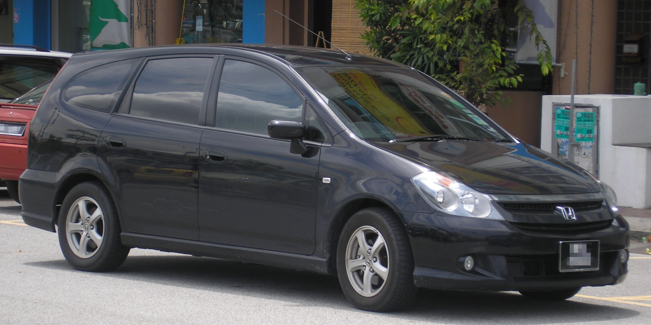File:Honda Stream (first generation, first facelift ...