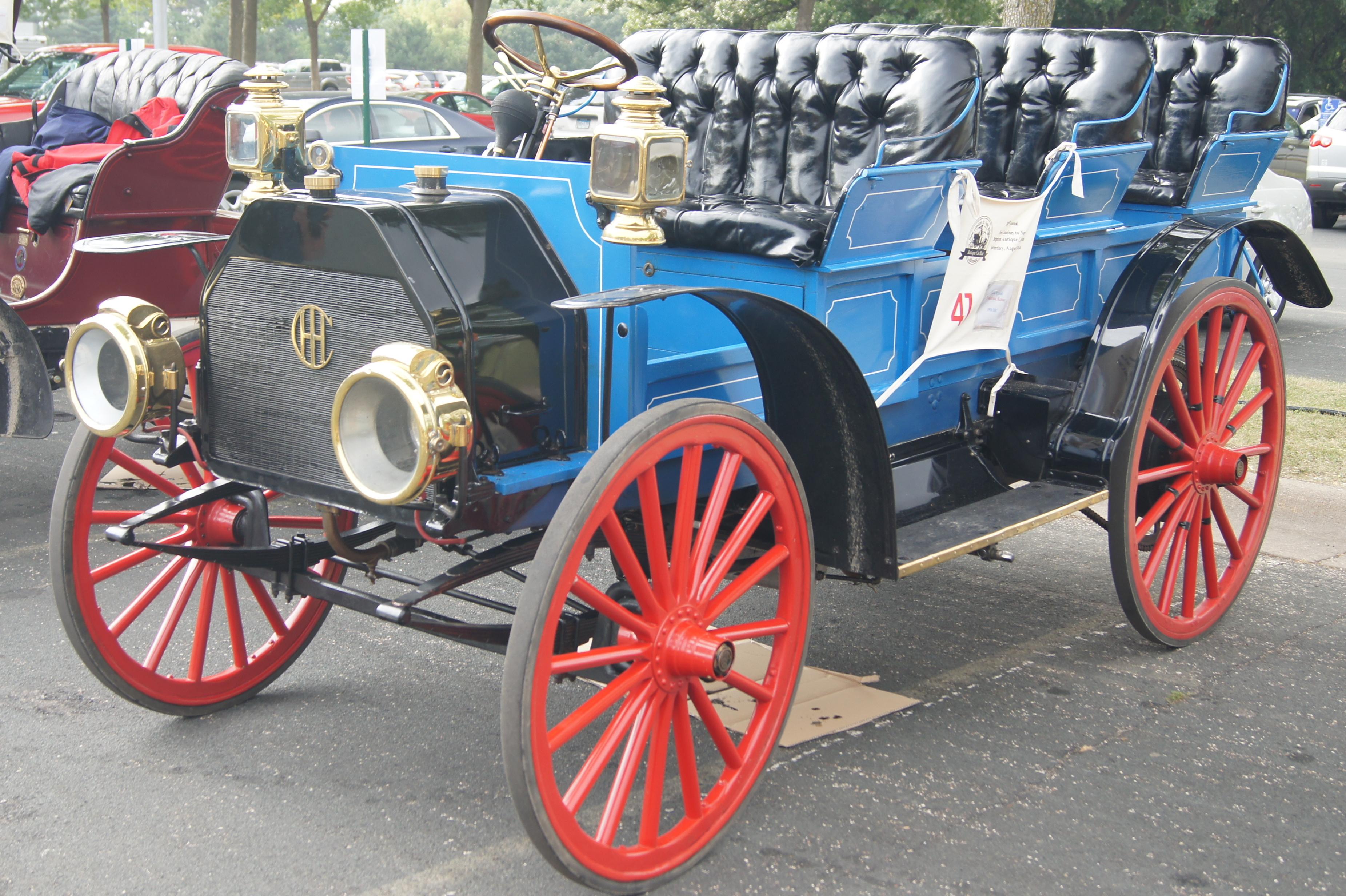 File:IHC on Finish Line NLNB Antique Car Run New Brighton ...