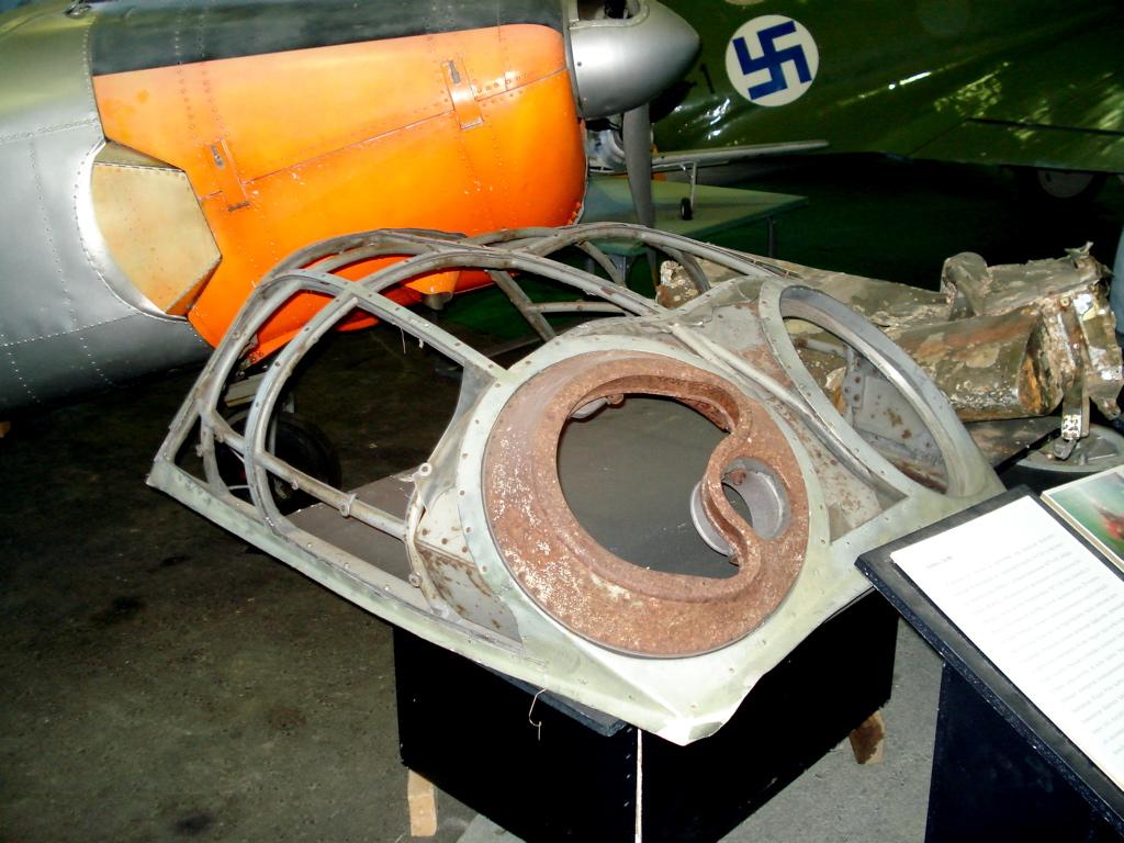 Ju88_cockpit_hood.jpg
