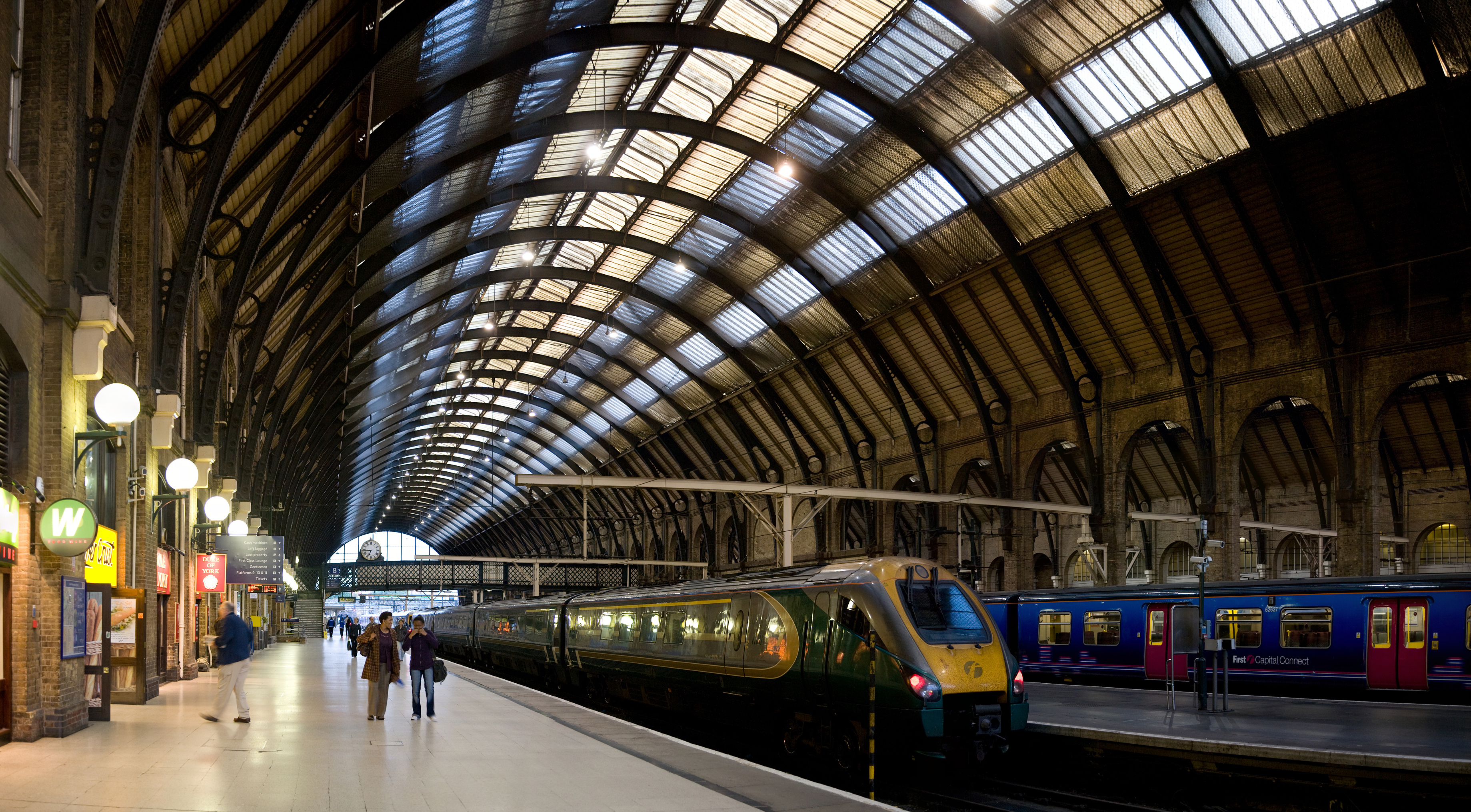 File kings cross station platforms london sept wikimedia commons - Gare king cross londres ...
