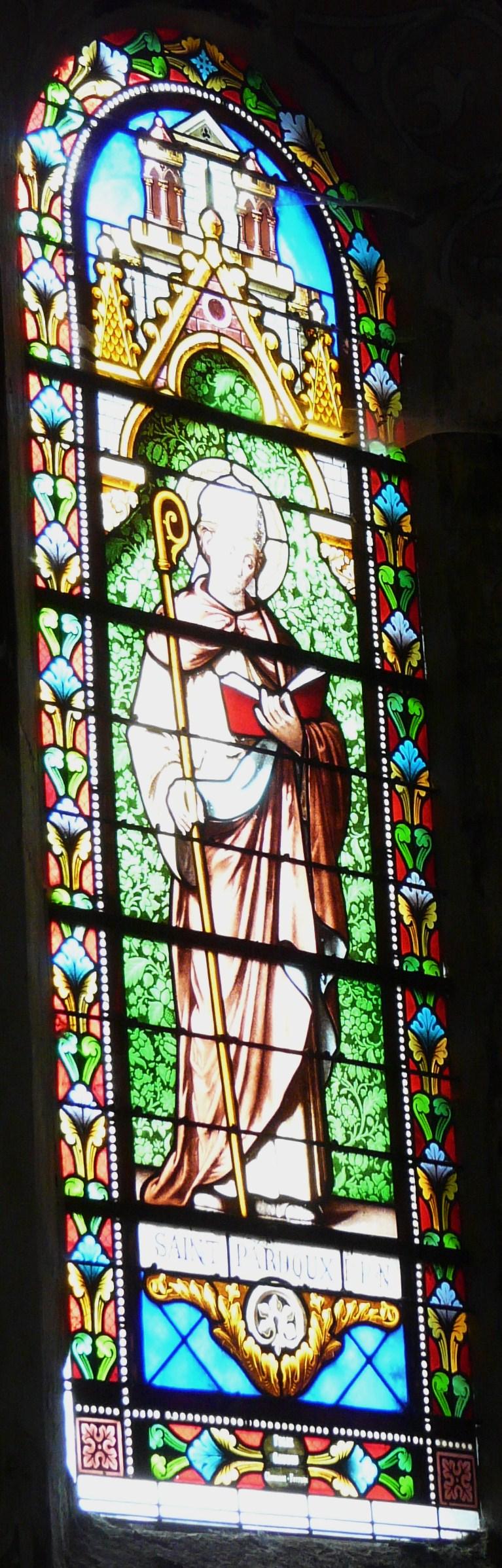 Glassmaleri av Pardulf i kirken Saint-Pardoux i La Tour-d'Auvergne i Puy-de-Dôme