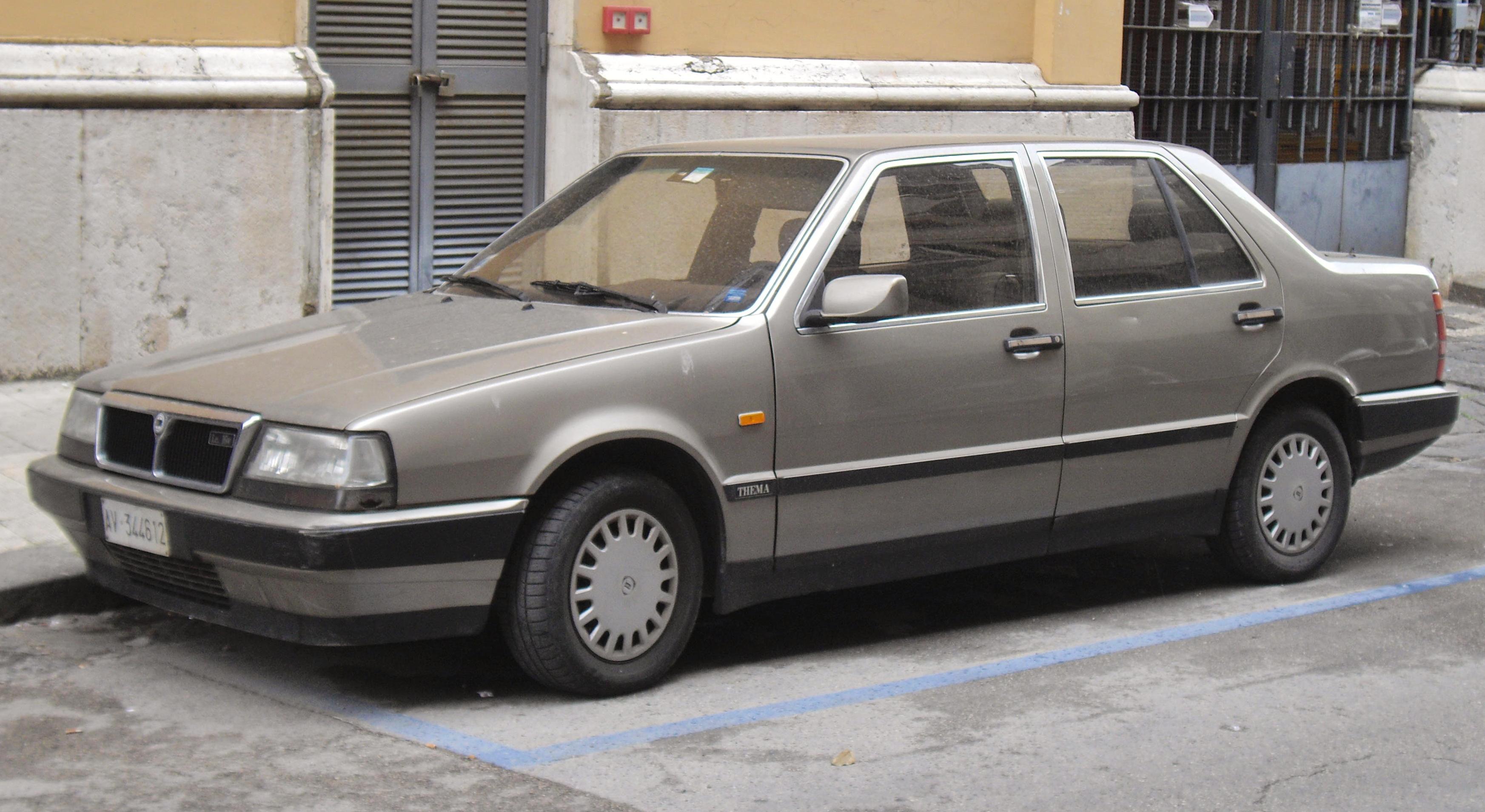 Lancia_Thema_i.e._16V.JPG