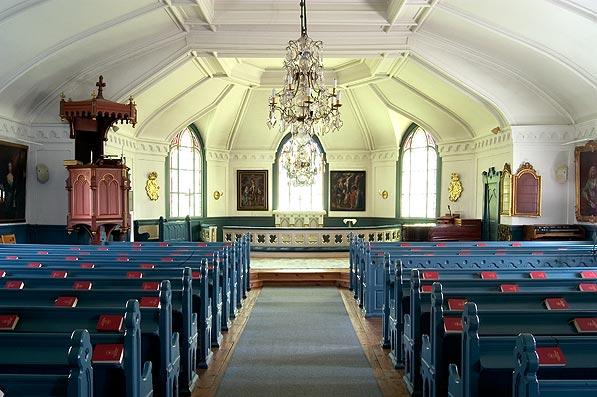 Ljusterö kyrka altaret.jpg